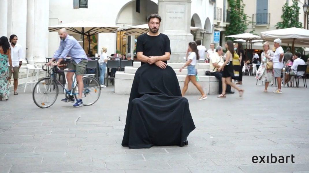 The Millennium Chair: la performance di Andrea Bianconi al Torrione di Vicenza